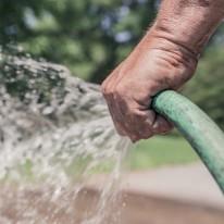 95b22d675f633f59_1280_watering-the-garden